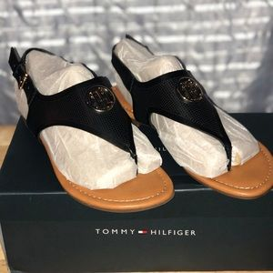 TOMMY HILFIGER Women's Senia Sandal